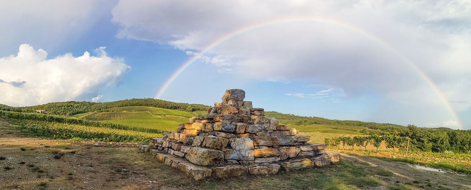 Bindi Sergardi_piramide con arcobaleno